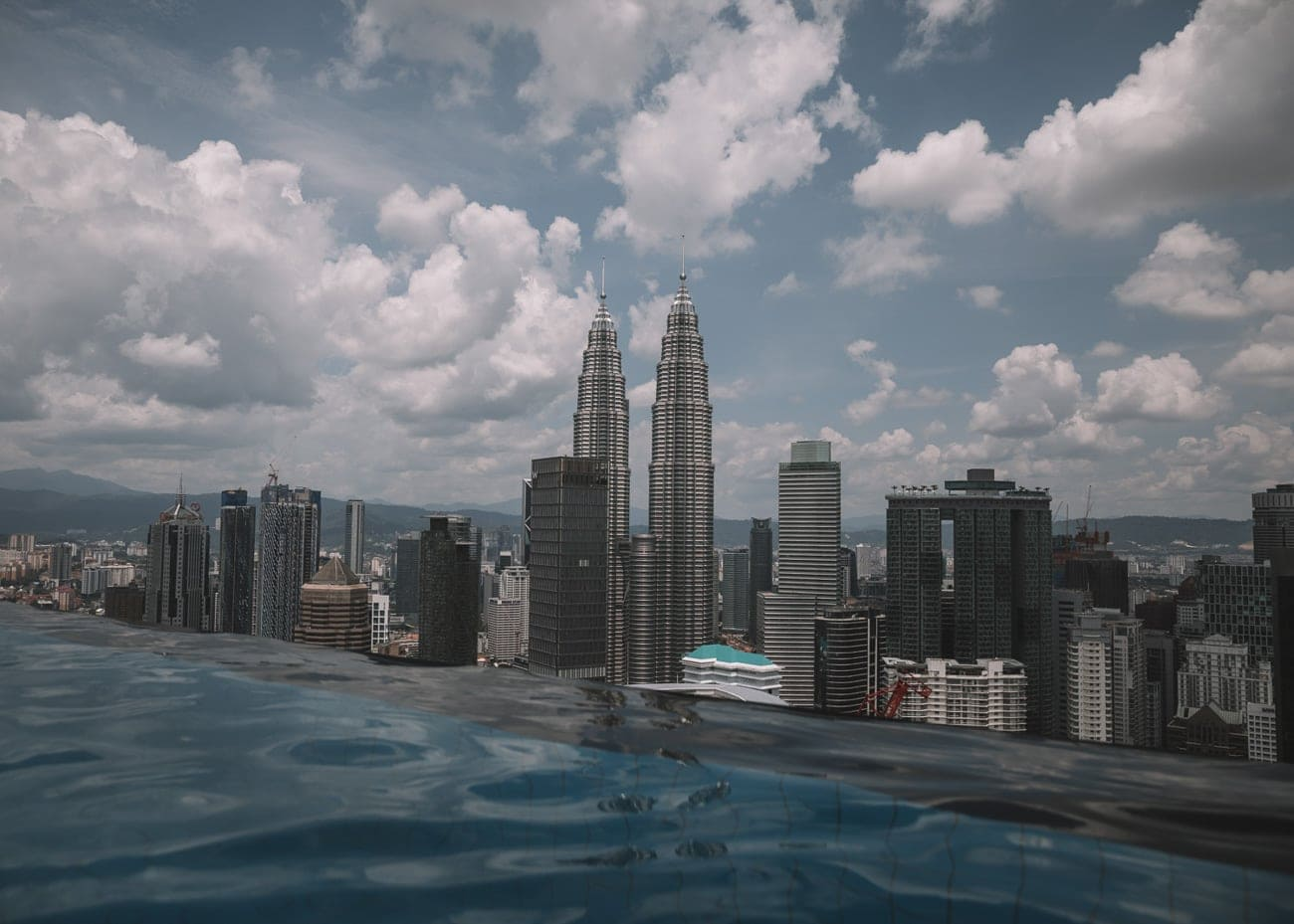 The Face Suites Kuala Lumpur – Infinity Pool & Apartment